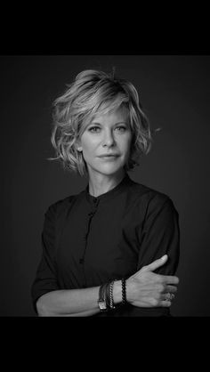 Meg Ryan - I love her and her wonderful hair. Haircuts For Wavy Hair, Short Hairstyles For Women, Trendy Hairstyles, Bob Hairstyles, Short Hair Cuts, Curly Short, Kim Basinger, Christian Bale, Short Hair Trends