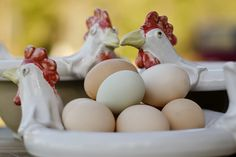 Easter chicks Pots, Easter, Pottery, Breakfast, How To Make, Hall Pottery, Breakfast Cafe, Japanese Ceramics, Cookware
