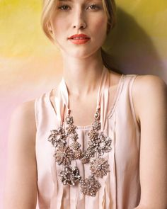 DIY for a gorgeous necklace using ribbon and old brooches. Wow, love this!