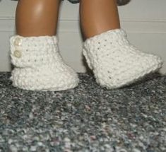 Stylish little boots for The American Girl or similar 18″ doll. A wonderful little addition to her wardrobe. Quick and easy pattern, great for beginners!