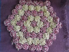 Details about Primitive Country Handmade Candle Mat Burgundy Tan Yo Yo Made in… Sewing Projects, Craft Projects, Yo Yo Quilt, Diy And Crafts, Arts And Crafts, Penny Rugs, Handmade Candles, Pinwheels, Crochet Doilies