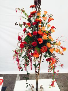 Gorgeous spray displays, providing lots of #wedding flower ideas