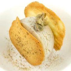 Il #cappero di #Salina è il protagonista di questa ricetta preparata dalla #chef stellata #Martina #Caruso dell' #Hotel #Signum #gelato #ricette #cucina