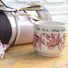 Taza Rosa Cerámica y manta -Luminaria Regalos Cristianos Perfume, Mugs, Tableware, Pink, Painted Porcelain, Painted Pottery, Dishes, Christian Gifts, Valentines