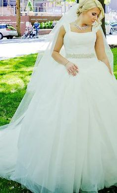 Nice BHLDN Omelia Gown Size Wedding Dress