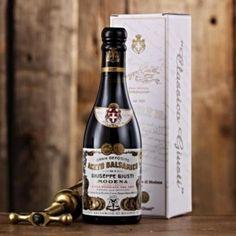 """""""Qualità delle uve, bontà dei legni e tempo"""": questi sono gli ingredienti principali dosati nelle giuste dosi e tutti di pari importanza, tramandati di generazione in generazione nella azienda produttrice di aceto balsamico più antica al mondo, l' Acetaia Giusti - Aceto Balsamico dal 1605 di Modena, disponibile su Artimondo Italia. http://www.stilefemminile.it/laceto-balsamico-giusti-artimondo/"""