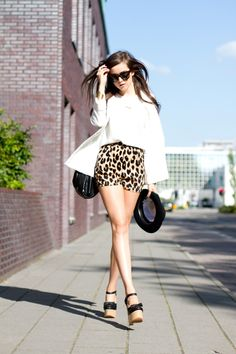 want the shoes, the skirt, the glasses, the hair...HECK~can I just be her????
