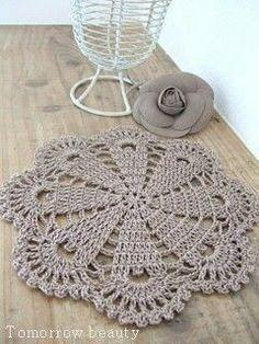 super Ideas for crochet doilies placemat rugs Crochet Placemats, Crochet Mandala, Crochet Flower Patterns, Crochet Motif, Crochet Flowers, Crochet Stitches, Crochet Carpet, Crochet Home, Love Crochet