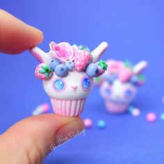 It took some time and effort but finally its done, as you can see i changed the eyes style a bit in this design. I thought they looked cuter like this. Hope you guys like it and as always don't forgot to like and share#polymerclaycharms#cuteanimals#cute#cupcakes#bunny#pink#fruit#love#clay#crafts#kawaii#flowerart#healthyfood#colors#illustration#art#handpainted#hapiness#wip#fun#collectibles#girls#drawing#foodi##watercolor#sweet#vegan#smoothie#vegano#blueberry