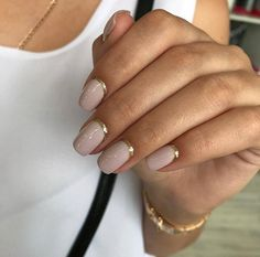 The advantage of the gel is that it allows you to enjoy your French manicure for a long time. There are four different ways to make a French manicure on gel nails. New Nail Designs, Short Nail Designs, Art Designs, Chic Nails, Trendy Nails, Nail Manicure, Nail Polish, Pedicure, Milky Nails