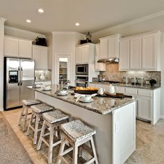 The perfect combination of practicality and style! What are your thoughts on this Texas kitchen? Kitchen Layout, Kitchen Decor, Dr Horton Homes, Latest Kitchen Designs, Texas Kitchen, Kitchen Trends, Kitchen On A Budget, Cool Kitchens, Dream Kitchens