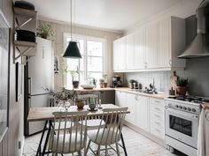 The Nordroom — A bright apartment with vintage touch Interior Design Kitchen, Interior Decorating, Bright Apartment, Elegant Living Room, Decoration, My Dream Home, Future House, Sweet Home, Kitchen Cabinets