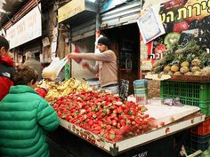Jerusalem, Israel - Food & Drink, Outdoor market, Shuk Mahane Yehuda, fruit vendor (שוק מחנה יהודה)