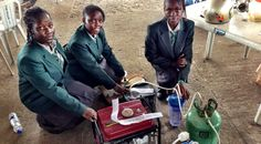 Mais: http://www.yebothis.com/adolescentes-nigerianas-utilizam-urina-como-combustivel-para-gerador-de-energia/