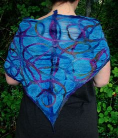 nuno-felted silk/wool shawl with pencil roving, by Fiona Duthie for Living Crafts blog