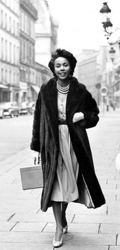 Diahann Carroll the Queen - Dead at 84 Star Fashion, Daily Fashion, Fashion News, Fashion Fashion, Vintage Black Glamour, Vintage Beauty, Vintage Style, Vintage Ladies, Diane Carroll