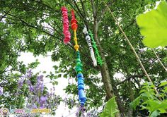 Guirlande de bouchons ( activité de recyclage) Make a string of corks to scare off the birds and protect the … Diy For Kids, Garland, Scrap, Nature, Outdoor Decor, Kid Garden, Corks, Upcycle, Education