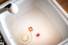 Tableta domyčky umívyčistit troubu ivybělit záchod - Proženy Home Organization Hacks, Plastic Cutting Board, Bathroom, Washroom, Bathrooms, Bath