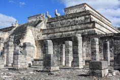 Chichén Itzá no es solo la famosa pirámide: aquí te describo el templo de los guerreros y la cancha de juego de pelota maya...