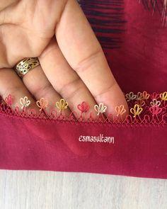 Görüntünün olası içeriği: bir veya daha fazla kişi ve yazı Hand Embroidery Dress, Embroidery Stitches, Bargello, Crochet Motif, Necklace Designs, Class Ring, Tatting, Gold Rings, Sewing