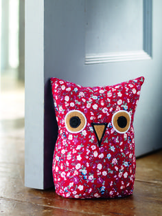 This red owl patterned door stop is perfect for the nursery Crochet Projects, Sewing Projects, Projects To Try, Sewing Ideas, Owl Door, Red Owl, Owl Eyes, Textiles, Door Stopper