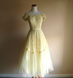 Beautiful strapless gown circa 1950. Boning in the sweetheart bodice and a side zip provide sophisticated support, while the yellow lining and two layers of yellow tulle render your silhouette picture perfect.  Pistol Poppy on Etsy.com #fashion #vintage