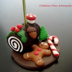 Marque place fimo spécial noël buche, sucre d'orge, pain d'épice Clay Christmas Decorations, Christmas Tree With Presents, Polymer Clay Christmas, Christmas Crafts, Polymer Clay Miniatures, Polymer Clay Projects, Clay Crafts, Clay Magnets, Clay Baby