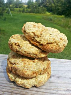 These biscuits are perfect for a Paleo burger, biscuits and gravy or even just a simple egg sandwich for breakfast. Dairy Free Recipes, Gluten Free Recipes, Real Food Recipes, Thm Recipes, Delicious Vegan Recipes, Healthy Recipes, Yummy Food, Paleo Biscuits, Paleo Burger