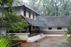 52 ideas for house exterior bungalow columns Village House Design, Kerala House Design, Bungalow, Architecture Résidentielle, Architecture Student, Kerala Houses, Brick Design, Exterior Design, Indian Homes