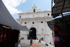 Igreja de Santo Tomás, a principal de Chichicastenango, em Quiche, Guatemala.