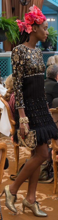 The Newly Refurbished Ritz Hotel in Paris, was the Back Drop for This Year`s Pre-Fall 2017 Metiers D`Art Collection from Chanel, and, Karl Lagerfeld did not disappoint in any area of Elegance and Beauty. CoCo Chanel Famously lived at the Ritz from 1937 Fashion Moda, Fashion 2017, Love Fashion, Runway Fashion, High Fashion, Fashion Show, Fashion Design, Chanel Fashion, Couture Fashion
