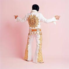 KEITH BOSWELL, Construction worker, Camden Point, Missouri The Sundial jumpsuit // Elvis sein in »King For A Day« // Projekt von New Yorker Fotografin und Filmemacherin Erin Feinberg