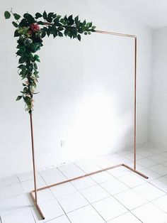 Copper Minimalist Backdrop for any weddings, birthdays, bridal showers, photo booth, cake smash decor, and much more. Assembly will be required. ( instructions provided ) *Please note greenery/floral NOT included* + DIMENSION OPTIONS: - 6.5ft Tall x 4ft Wide - 6.5ft Tall x 5ft Wide -