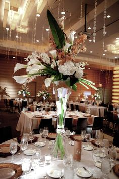 A Stylish Ballroom Wedding with Modern Elegance. To see more: www.modwedding.com