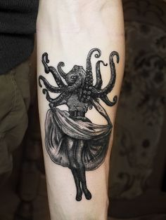 This has to be one of the most unique & amazing tattoos I've ever seen! And so beautifully executed...