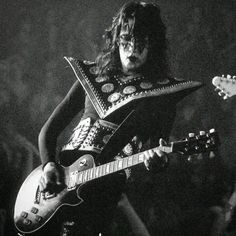 Kiss Photo, Love Gun, Ace Frehley, Hot Band, Detroit Michigan, Playing Guitar, A Good Man, Rock Bands, Heavy Metal