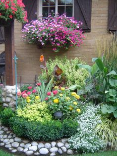 Colorful garden border...like white stone border