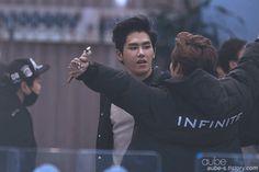 (づ。◕‿‿◕。)づ hugs #hoya #dongwoo #infinite