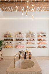 Les nouvelles boutiques du moment : Bastide à Aix-en-Provence Boutique Interior, Boutique Decor, Boutique Spa, Modegeschäft Design, The Design Files, Cafe Design, Design Ideas, Nail Salon Design, Salon Interior Design