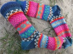 Colorfull socks knitted in fair isle patterns wool polyamid Drops Design, Drops Alpaca, Outfit Des Tages, Cute Crafts, Knitting Patterns, Frozen, Socks, Beads, Etsy