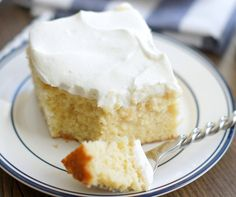 This Tres Leches Cake is definitely like a piece of dessert heaven! Not too sweet, and just a hint of cinnamon. It's ridiculously delicious. Just Desserts, Delicious Desserts, Yummy Food, Delicious Cupcakes, Yummy Yummy, Yummy Cakes, Delish, Baking Recipes, Cake Recipes