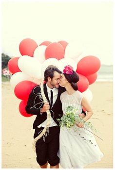A super large bundle of latex balloons makes for a great  backdrop for cute couple portraits like this one. #balloon
