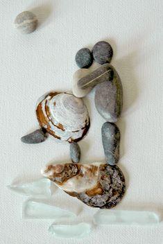 Originele pebble kunst geïnspireerd door de natuur. De natuurlijke artikelen van de hand gekozen uit Canada worden geassembleerd op een 5 X 7 geschilderd doek, in een 8 X 10 shadow box frame. Handgemaakte one-of-a-kind inspirerende geschenk. Dit item is ingelijst in een hogere