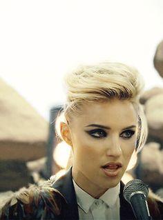 music Dianna Agron The Killers just another girl diannaagronedit Beauty Makeup, Hair Makeup, Hair Beauty, Prom Makeup, Diana Argon, Blonde Actresses, Hot Actresses, Half Shaved Hair, Quinn Fabray
