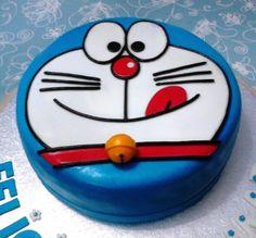 Sí. Ya hice otra tarta Doraemon anteriormente, pero aquella la llamé express por las prisas que me metió mi hija aquella tarde. En ésta de ahora, si os fijáis, la cara de Doraemon es más fiel a la ...