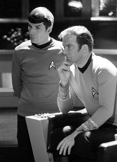 Star Trek William Shatner as Kirk Seated on the Bridge with Leonard Nimoy as Spock 11 x 14 Inch Photo Star Trek Spock, Star Trek Tv, Star Wars, Star Trek Original Series, Star Trek Series, Tv Series, Science Fiction, Deep Space Nine, Akira