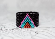 Custom Made Peyote Rings por PeyoteRingsPlus Loom Bracelet Patterns, Bead Loom Bracelets, Peyote Patterns, Beading Patterns, Peyote Beading, Beaded Rings, Beaded Jewelry, Multi Coloured Rings, Beaded Bracelets
