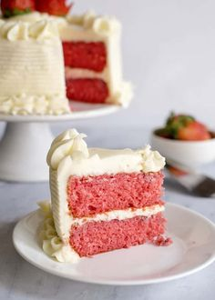 Fresh Strawberry Cake With Cream Cheese Icing - Southern Plate Frischer Erdbeerkuchen mit Fris Fresh Strawberry Cake, Strawberry Cake Recipes, Recipes With Fresh Strawberries, Strawberry Jello, Strawberry Cake From Scratch, Chocolate Strawberry Cake, Chocolate Cake, Köstliche Desserts, Delicious Desserts