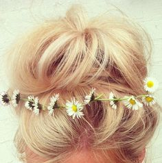 There's something so feminine and beautiful, yet whimsy about an updo with flower accents. Daisies even . . how pretty! #updo #hairstyle #flowers