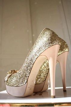 Gold wedding shoes!How to plan the Gold Wedding Inspiration with our tips:  http://www.culturewedding.ca/gold-wedding-inspiration